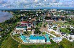 Flyg- sikt på fängelseslott och den Tobolsk Kreml Royaltyfri Foto