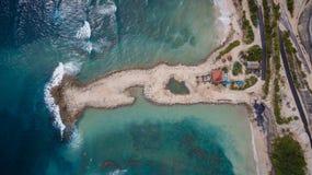 Flyg- sikt på havkust arkivfoto