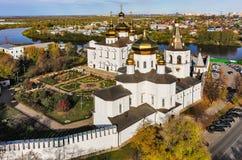 Flyg- sikt på kloster för helig Treenighet Tyumen Arkivfoton