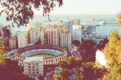 Flyg- sikt på Malaga med tjurfäktningsarenan av La Malagueta Cityscapenolla Royaltyfri Bild