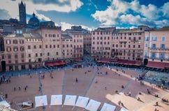 Flyg- sikt på Piazza del Campo, central fyrkant av Siena, Tuscany, Italien arkivbilder