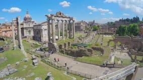 Flyg- sikt på Roman Forum i Italien, turister som går i den forntida staden, timelapse arkivfilmer