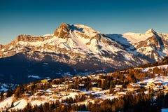 Flyg- sikt på Ski Resort Megeve i franska fjällängar Arkivbild