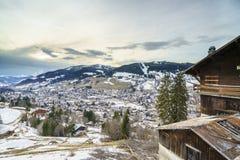 Flyg- sikt på Ski Resort Megeve i franska fjällängar Arkivbilder