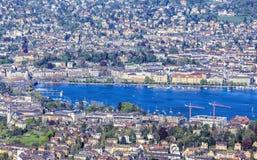 Flyg- sikt på staden av Zurich och sjön Zurich Royaltyfri Foto