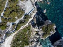 Flyg- sikt på vita kalkstenklippor, klippor Bonifacio corsica france Royaltyfria Bilder