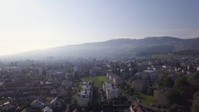 Flyg- sikt Schweiz för liten by arkivfilmer