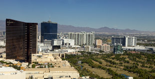 Flyg- sikt som förbiser den Las Vegas remsan i Nevada Arkivfoton
