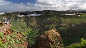 Flyg- sikt som panorerar skottet av norrkusten, Gran Canaria lager videofilmer