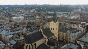 Flyg- sikt till den Archcathedral basilikan av antagandet av välsignade jungfruliga Mary, Lviv stock video