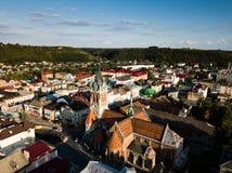 Flyg- sikt till dominikankyrkan i Chortkiv Arkivfoto