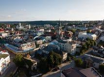 Flyg- sikt till dominikankyrkan i Chortkiv Arkivbilder