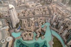 Flyg- sikt till Dubai från överkant av Burj Khalifa skyskrapa - 10-01-2015, Dubai, UAE Arkivfoto