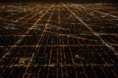 Flyg- sikt till nattstadsChicago gator arkivfoton