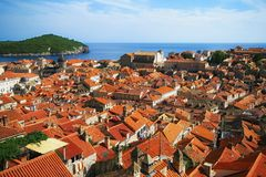 Flyg- sikt till tak av den gamla staden av Dubrovnik Arkivfoto