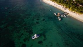 Flyg- sikt: Trou hjälpBiches strand Royaltyfri Fotografi