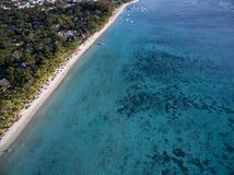 Flyg- sikt: Trou hjälpBiches strand Royaltyfria Bilder