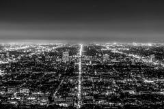 Flyg- sikt ?ver det Los Angeles centret fr?n Hollywood Hills arkivbild
