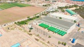 flyg- sikt Yttersidan av en stor modern fabrik eller fabrik, industriell yttersida, modern produktionyttersida stock video