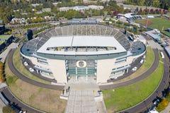Flyg- sikter av Autzen stadion på universitetsområdet av universitetnollan arkivfoton
