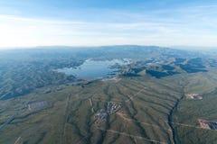 Flyg- sjösikt - angenäm sjö, Arizona öken arkivbild