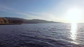 Flyg- solnedg?ngsikt av stranden f?r Sorrento kustMeta, loppbegrepp, utrymme f?r text, lopp till Italien, Europa semester Berg arkivfilmer