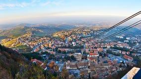 Flyg- spårväg från San Marino till Monte Titano Royaltyfri Foto