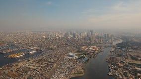 Flyg- stad med skyskrapor och byggnader Filippinerna Manila, Makati royaltyfria bilder