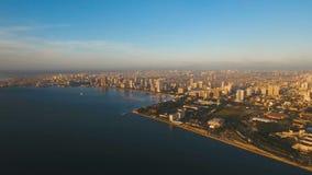 Flyg- stad med skyskrapor och byggnader Filippinerna Manila, Makati arkivfilmer