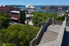 Flyg- stads- landskapsikt av Sydney Circular Quay och liten vikhimmel Royaltyfri Foto