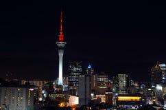 Flyg- stads- sikt av horisont CBD Auckland för finansiell mitt på ni Arkivbild