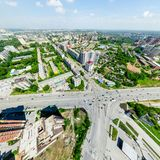 Flyg- stadssikt stads- liggande Helikopterskott panorama- bild Royaltyfri Bild