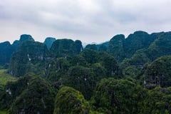 Flyg- surrfoto - berg av nordliga Vietnam askfat royaltyfri foto