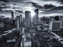 Flyg- surrfoto - stadshorisont av Denver Colorado på solnedgången Fotografering för Bildbyråer