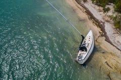 Flyg- surrkontroll av ett sjunket seglar fartygorkanen Irma Fotografering för Bildbyråer