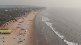 Flyg- surrsikt av den Arambol stranden p? Goa india stock video