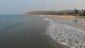Flyg- surrsikt av den Arambol stranden p? Goa india lager videofilmer