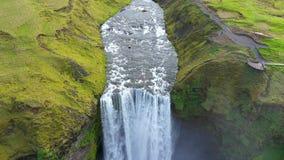 Flyg- surrsikt av den Skogafoss vattenfallet i Island, en av landets mest berömda turist- dragning arkivfilmer