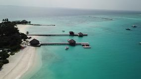 Flyg- surrsikt av en scenisk tropisk ? i Maldiverna stock video
