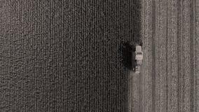Flyg- surrsikt på enorma jordbruks- fält royaltyfri bild