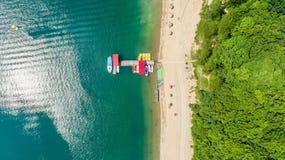 Flyg- surrsikt på fartygmarina på Solina Lake Royaltyfria Foton