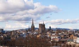 flyg- tibidabo för horisont för barcelona stadsberg in mot sikt royaltyfri foto