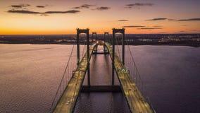 Flyg- timelapse av bron för Delaware minnesmärke på skymning stock video