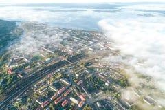 Flyg- Townscape av den Kandalaksha staden arkivbilder