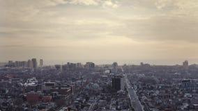 flyg- upprättande skott 4K av en Neighbourhood i Toronto, Ontario lager videofilmer