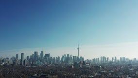 flyg- upprättande skott 4K av en Neighbourhood i Toronto, Ontario stock video
