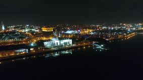 Flyg- video av Camden New Jersey Waterfront på natten arkivfilmer