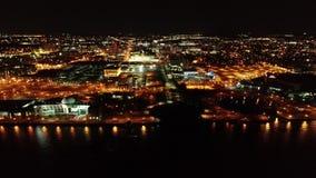 Flyg- video av Camden New Jersey Waterfront på natten stock video