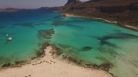 Flyg- video av den Balos stranden, Kreta, Grekland lager videofilmer