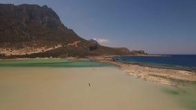 Flyg- video av den Balos stranden, Kreta, Grekland arkivfilmer
